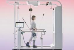 発した最新リハビリロボット「ウェルウォーク WW-1000」を導入。
